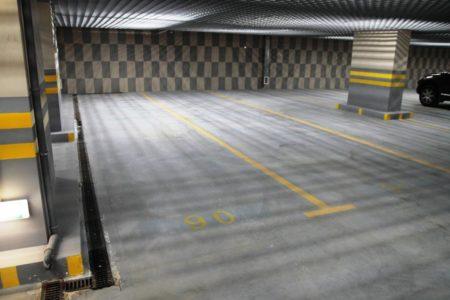 Машиноместо на парковке