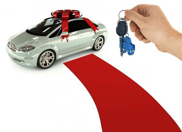 Договор дарения транспортного средства: нужно ли регистрировать автомобиль полученный по дарственной и особенности оформления такой сделки